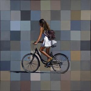 Dona Amb Bicicleta