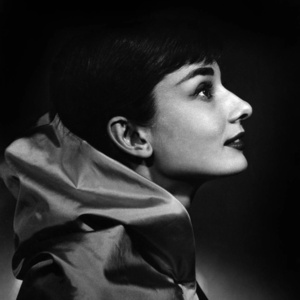 Audrey Hepburn (C)
