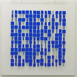 Mobile bleu sur blanc