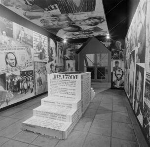 """Imagen Pública - Altas Esferas"", Centro Cultural Recoleta, Buenos Aires, Argentina, 1993. Photographic record of the installation"