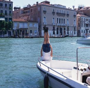 Li Wei Falls to Venezia