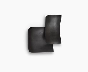 Sin título (dos cuerpos negros - rectángulo sobre cuadrado)