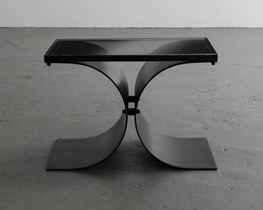 Coffee table in painted metal with a glass top