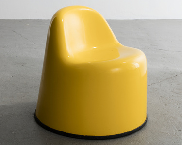 """Molar Group Baby Molar"" chair in gel-coated fiberglass reinforced plastic. Designed and manufactured by Wendell Castle, Rochester, New York, 1969."