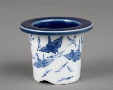 Folded-paper crane and Pine needles-style Bonsai plant pot / 瑠璃釉染付折鶴松葉文下方丸鉢