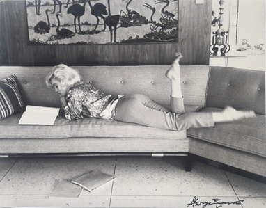 Marylin, Lounging