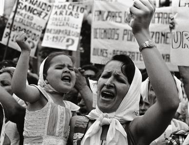 Madre e hija de Plaza de Majo