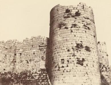 Kalaat-El-Hosn, Deuxième Enciente, Extérieur, Tour d'Angle, sud-ouest