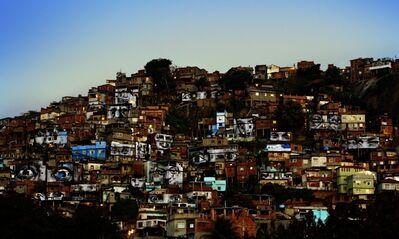 JR, '28 Millimètres : Women Are Heroes, Action dans la Favela Morro da Providência, Favela de Jour, Rio de Janeiro, Brésil', 2008