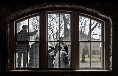 JR, 'Unframed, Four immigrants on a dock, looking over the water at Ellis Island revu par JR, courtesy of National Park Service, Statue of Liberty National Monument & National Archives, U.S.A., 2014', 2014