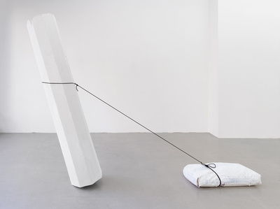 Säule, Gipssack ziehend (Column, pulling a bag of plaster)