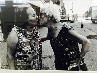 Mommie kissing Bubbie on Delancey Road, New York
