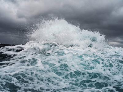 Colliding Sea
