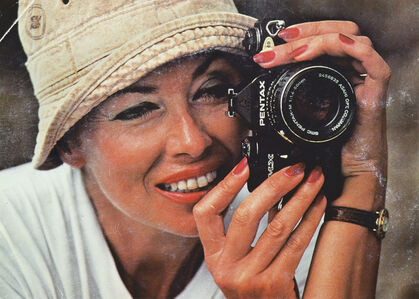 Woman With A Camera (La Femme, La Photo et Pentax)