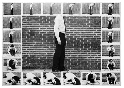 Contraindre le corps à s'inscrire dans le cadre de la photo, 1971 encadre de cadres 1970 et circuit fermé, 1970