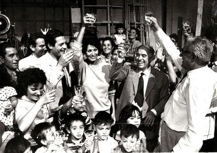 Ieri, oggi e domani's troup celebrating Sophia Loren 29th birthday. Cheered with her Marcello Mastroianni her husband rlo Ponti and Vittorio De Si