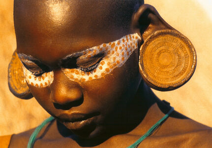 Surma (woman with painted eye-mask)