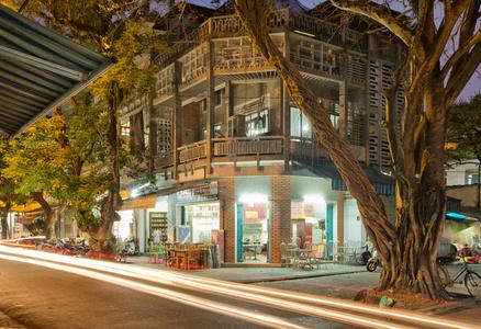 Hue 18h6h 10  House on Phan Dang Luu Street