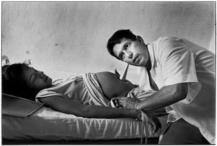 Gynecologist listening to fetal heartbeat, Remedios