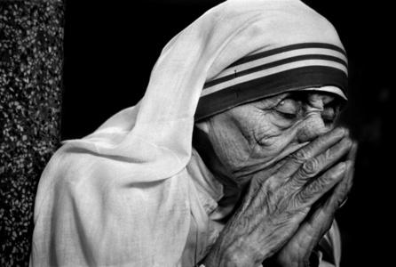 Mother Teresa in her prayer, Kolkata