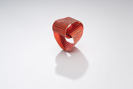 Fortuny Red, Ring