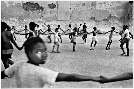 Girls holding hands, Havana