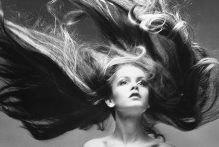 Twiggy, Hair by Ara Gallant, Paris Studio