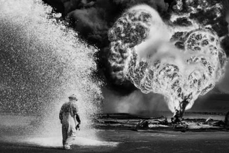 Oil wells firefighter. Greater Burhan, Kuwait