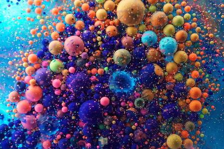 colored oil 085