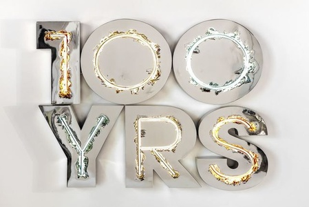 100 YRS (neon)