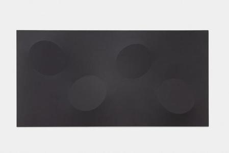 Quattro ovali neri