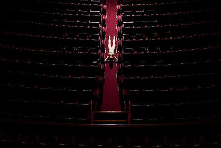 L´allée, Opera de Paris