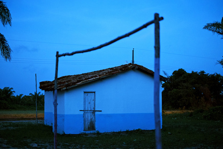Igreja azul e trave