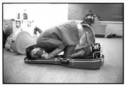 Ron Wood in Guitar Case, November 20, 1981, Cedar Falls , Iowa