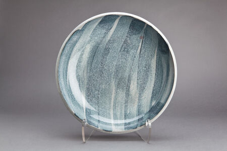 Plate, calcite and nepheline syenite glaze