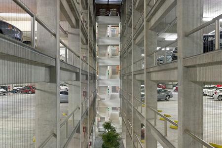 Estacionamiento / Parking Space