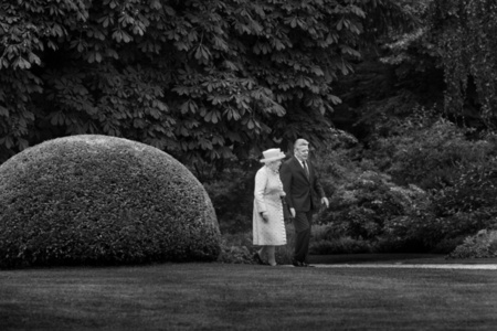 Queen Elizabeth II. beim Empfang durch den Bundespräsident Joachim Gauck im Schloss Bellevue, Berlin