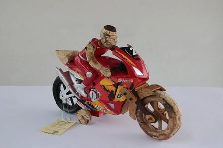 La Necesidad de Jugar II (Motorcicle)