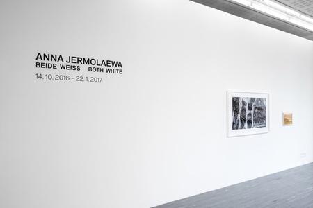 Anna Jermolaewa – Both White