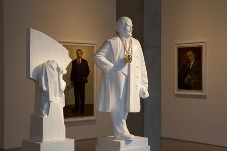 Monumental Bling: Lenin East Berlin on Lenin Volgograd [1:25 scale]