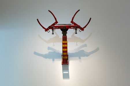 The Tow Hook  190 x 190 x 30 cm