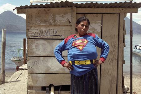 Super Girl in Atitlán [Superchica en Atitlán]