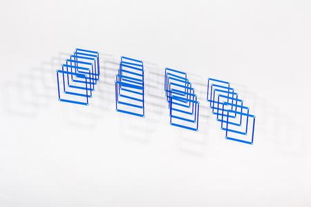 24 Caras Blue