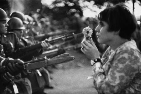 La jeune fille à la fleur, Manifestation contre la guerre du Vietnam, 21 octobre 1967