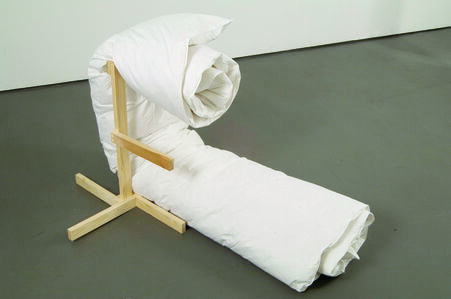 Duvet With Stand No. 8