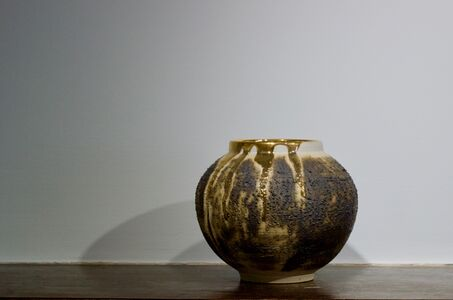 Textured Moon Jar with Gold Lustre