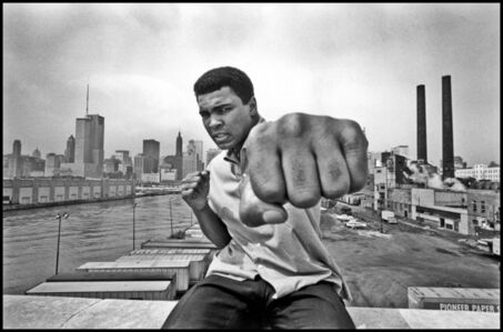 Muhammad Ali on a bridge overlooking the Chicago River and the city's skyline. Illinois, Chicago. USA.