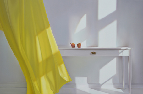 Tisch mit Gelb und Wind