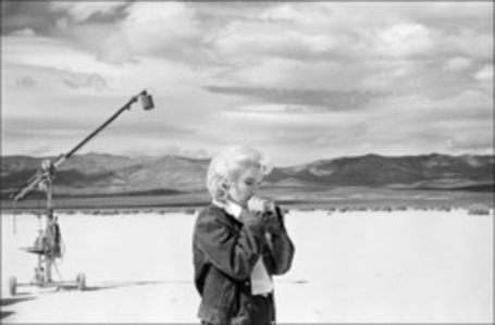 "US actress Marilyn Monroe on the Nevada desert going over her lines for a difficult scene she is about to play with Clarke Gable in the film ""The Misfits"" by John Huston (Nevada)"