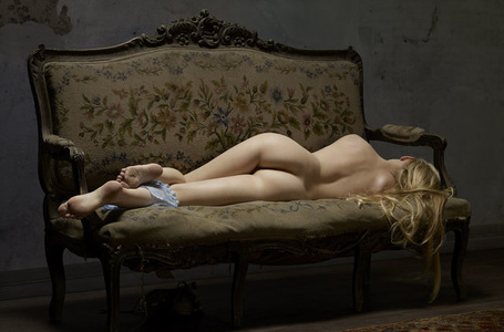 Reclining Nude Nº7. Skin Deep Small.